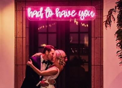 Добавь света: неоновые вывески в свадебном декоре – это ВАУ!