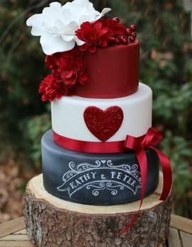 торт в бордовом цвете