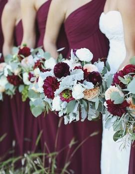 свадьба в бордовом цвете, подружки невесты в бордовых платьях