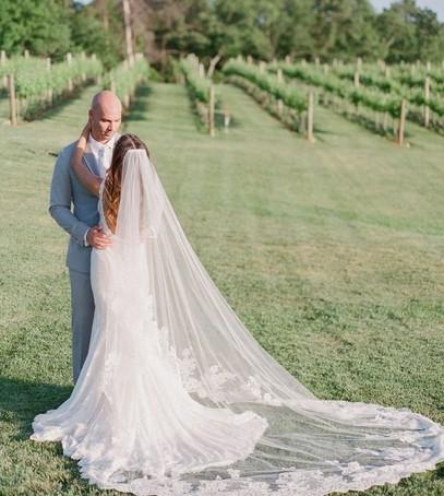 фата часовня, длинная фата, фата со шлейфом, жених и невеста, свадебная фотосессия