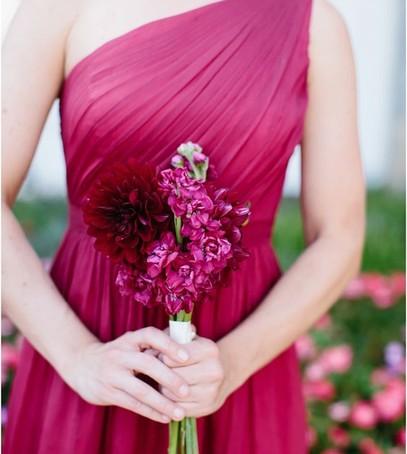 свадьба в цвете фуксия, букет подружки невесты