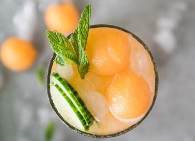 10 рецептов освежающих коктейлей для твоей летней свадьбы