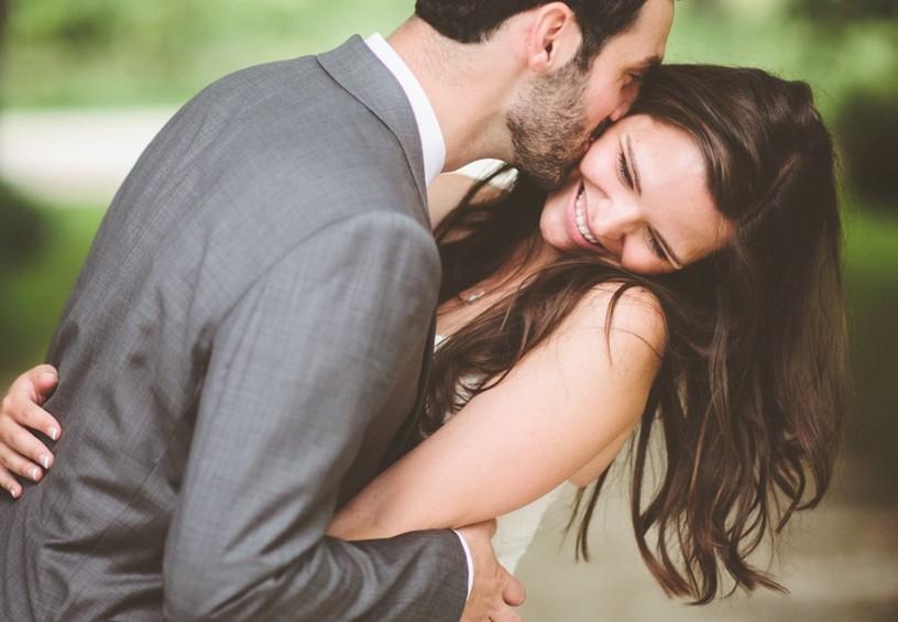 жених и невеста, свадебное фото, серый мужской костюм, серый свадебный костюм