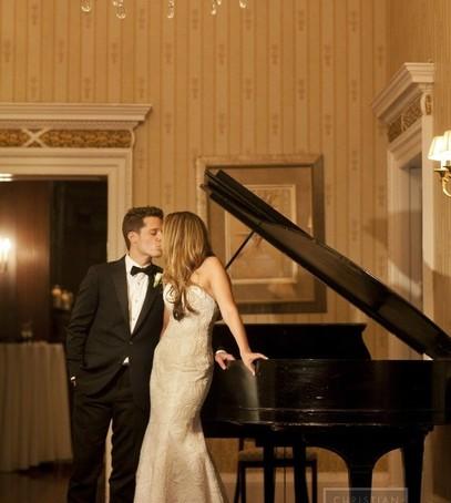 Красивые свадебные фотографии в кафе