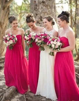 свадьба в цвете фуксия, невеста с подружками