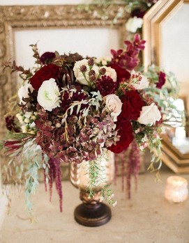 декор свадьбы в бордовом цвете