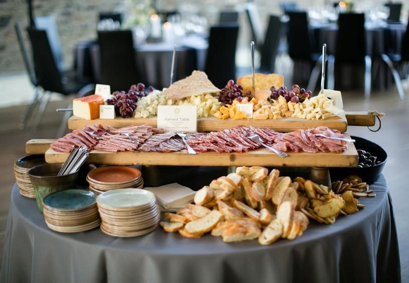 сырный бар, мясной бар, фуршет, праздник, стол