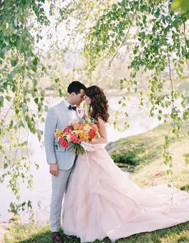 свадьба в розово-голубых цветах, молодожёны