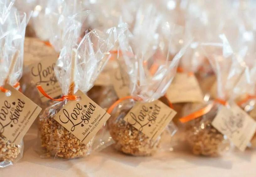 сладости, конфеты, свадебные угощения для гостей, комплименты гостям на свадьбу