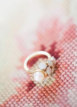 Обручальное кольцо с опалом