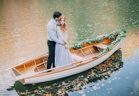 свадебная фотосессия в лодке