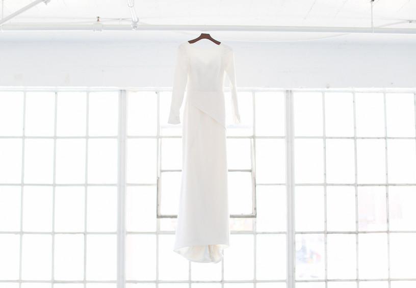 белое свадебное платье, платье на вешалке, погладить свадебное платье просто, мятое свадебное платье отпарить как