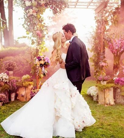 свадьба, цветной дым для фотосессии, дымовые шашки на свадьбе, цветные дымовые шашки, свадебная фотосессия, свадебные фото, необычные фото со свадьбы