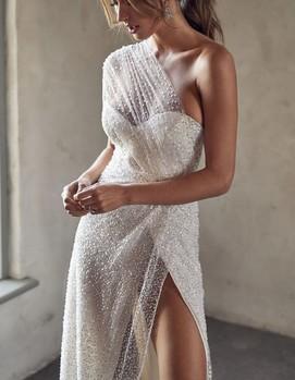 свадебное платье блестящее
