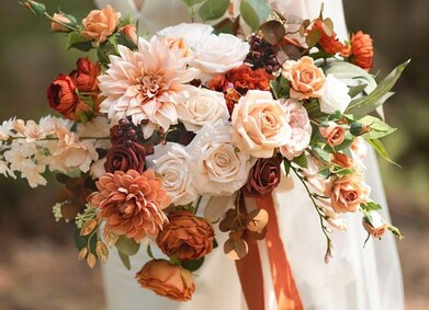 Флористика на осенней свадьбе: какие цветы использовать осенью?