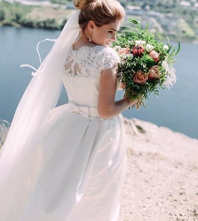 фата вальс, свадебное фото, невеста, причёска с фатой, длинная фата