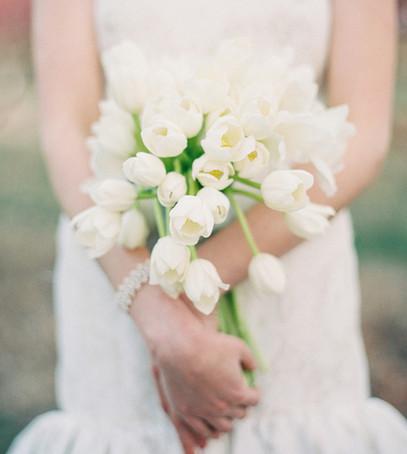 букет невесты из тюльпанов, невеста с букетом, свадебный букет 2019