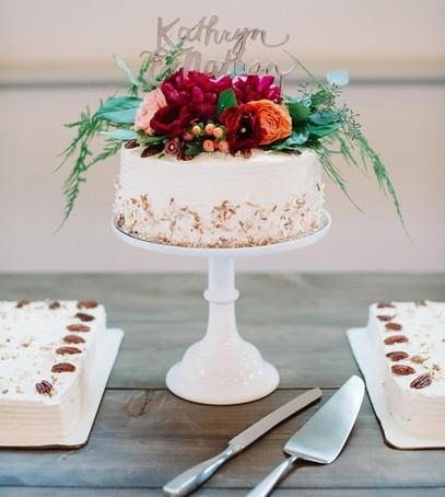 свадебный торт, оформление живыми цветами, одноярусный, рустик, эко