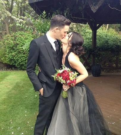 свадьба шенэй граймс, свдебное платье от веры вонг, звёздная свадьба, невеста в чёрном