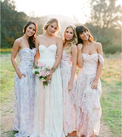 подружки невесты, невеста, день свадьбы, летняя свадьба, свадебная фотосессия на природе, платья подружек невесты.