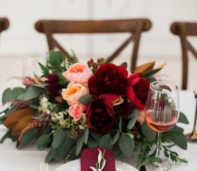 свадьба в бордовом цвете, свадебный декор бордо