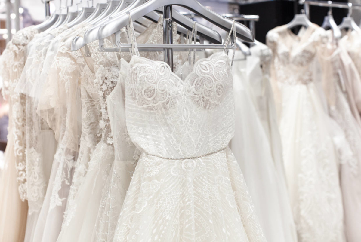 743cf016b0b9a0e ... Украины мы отправили на почту письмо от имени невесты с просьбой  продать свадебное платье из последней коллекции или выполнить  индивидуальный пошив.