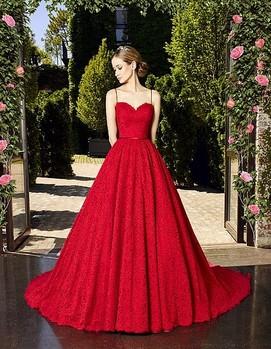 свадьба в бордовом цвете, невеста в ярком платье