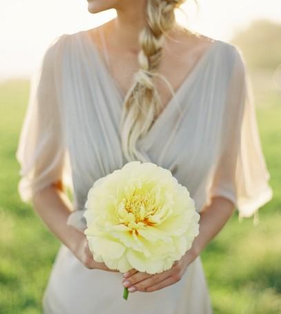 невеста с одним цветком, букет невесты из одного цветка, букет невесты в 2019