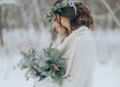 Утепляем невесту: что надеть на свадебное платье?