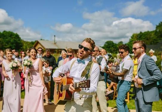 артист на свадьбе
