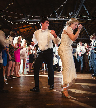 первый танец молодожёнов, свадебный танец, первый танец молодых, жених и невеста танцуют, свадьба, банкет, дискотека на свадьбе