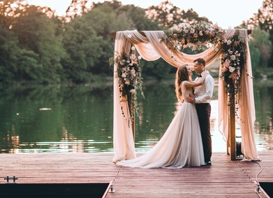 Выездная церемония: 20 идей для декора свадьбы на природе