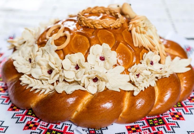 каравай, красивый, свадебный, украшение каравая на свадьбу, цветы на каравае.