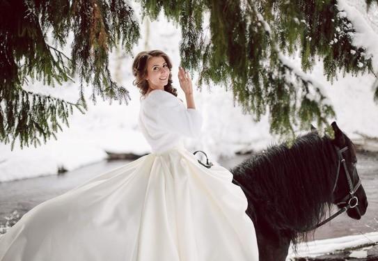 Свадебная фотосессия верхом на лошади
