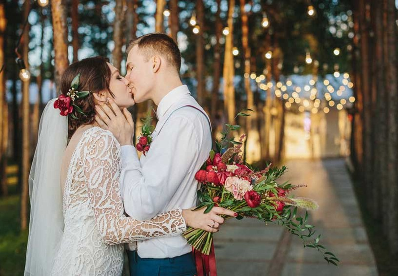 cвадьба на природе, молодожёны, маленькая свадьба