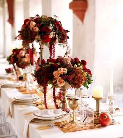 свадьба в бордовом цвете, свадебный стол