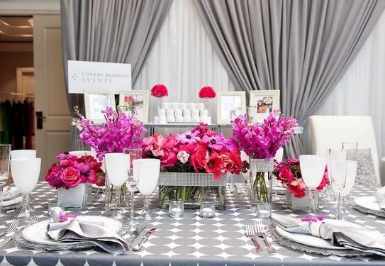 свадьба в цвете фуксия, свадебный стол, оформление