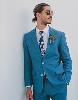голубой костюм жениху