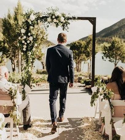 выход жениха на свадьбе