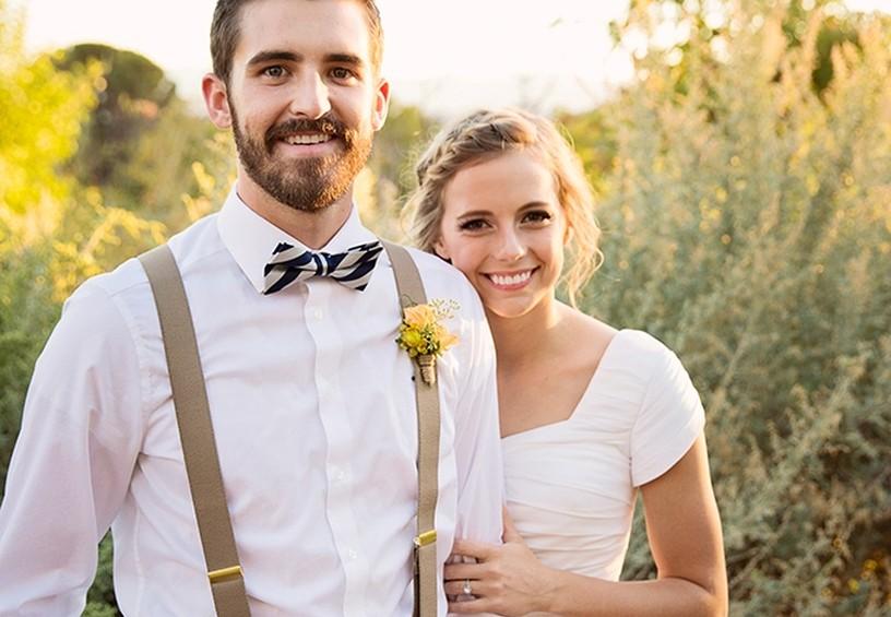 жених в бабочке, жених и невеста, свадебное фото