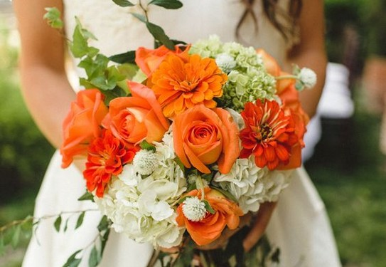 букет невесты в оранжевом цвете