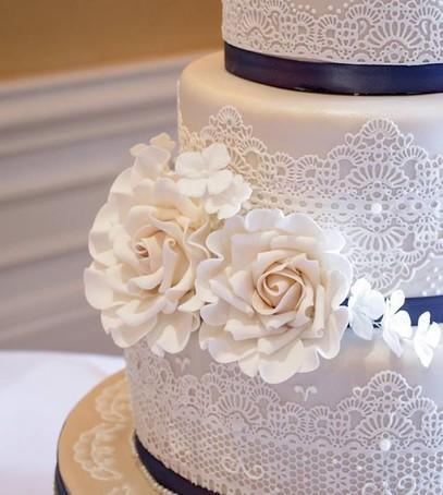 торт свадебный кружево, торт с цветами, нежный