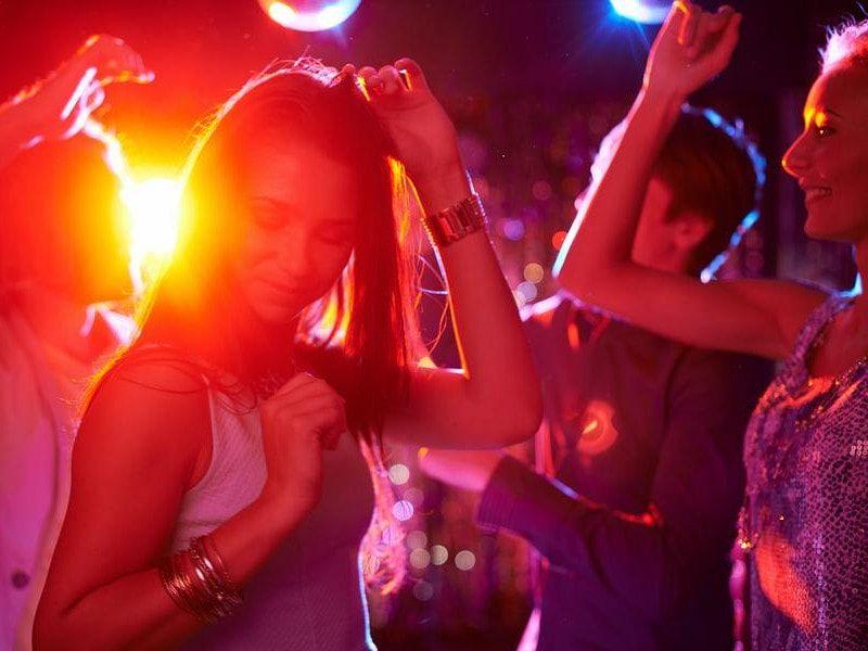 смотреть видео танцы девушек в ночном клубе - 11