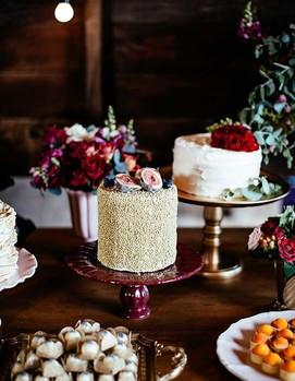 свадьба в бордовом цвете,оформление свадебного стола в бордовых цветах