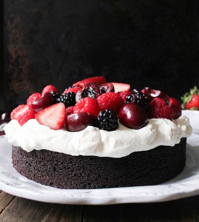 домашний торт, пирог с ягодами, десерт на свадьбу дома