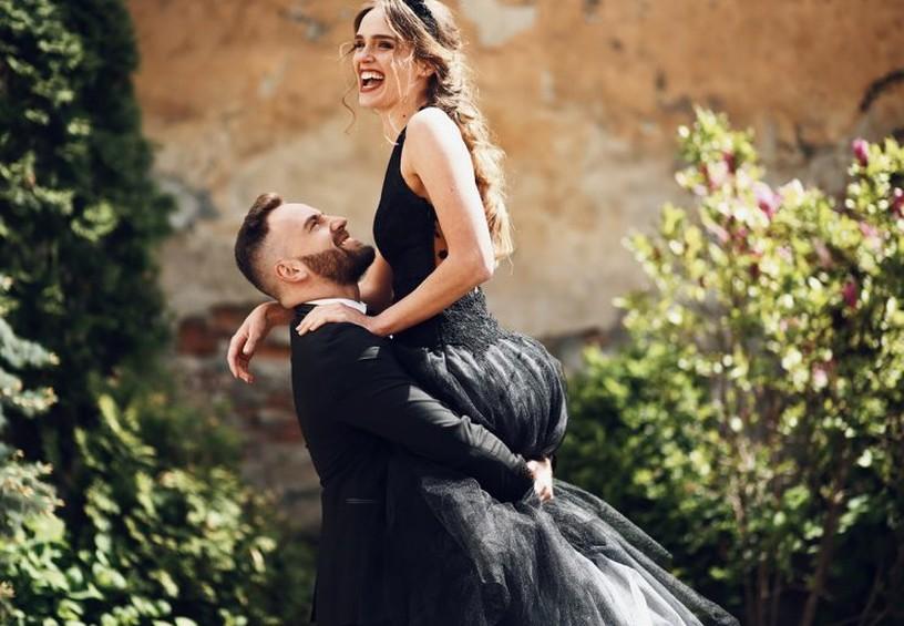 свадьба, чёрная свадьба, жених и невеста, невеста в чёрном, чёрное свадебное платье,