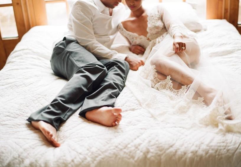 первая брачная ночь, номер для молодожёнов, номер для новобрачных, жених и невеста, постель