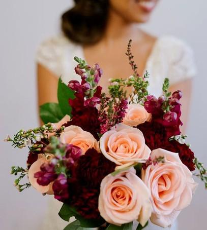 свадьба в бордовом цвете, букет невесты