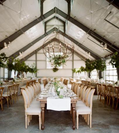 свадебный банкет в ресторане, декор ресторана, беж