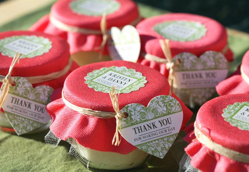 подарки гостям на свадьбу, банки с вареньем для гостей, банки со сладостями, оформление подарков для гостей на свадьбу